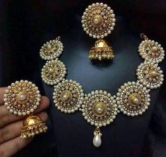 Wedding Jewelry Moti necklace with earrings. Pair it with your wedding lehenga or saree. - Moti necklace with earrings. Pair it with your wedding lehenga or saree. Pakistani Jewelry, Indian Jewelry, Indian Necklace, Bollywood Jewelry, Gold Jewellery Design, Gold Jewelry, Quartz Jewelry, Designer Jewellery, Handmade Jewellery