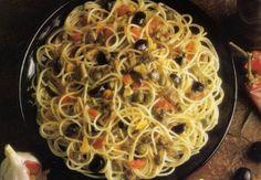 Receta de Spaghetti pincantes a la siciliana en http://www.recetasbuenas.com/spaghetti-pincantes-a-la-siciliana/  Aprende a preparar un sano y rico plato de spaghetti picantes. Una receta rápida y fácil que combina pasta y anchoas con el picante de las guindillas #recetas #Pasta
