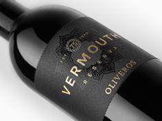 BODEGAS OLIVEROS 75 aniversari amb una ampolla especial per Vermouth Reserva i…