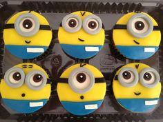 Afgelopen week was 1 van mijn kinderen jarig en trakteerde op school op zelfgemaakte Minions cupcakes. Deze traktatie werd enthousiast ontvangen. Wie wordt er nou niet blij van deze vrolijke Minion...