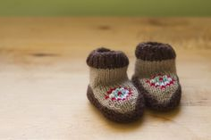 knitted baby moccasins...i think i might have to make a pair my own size too!