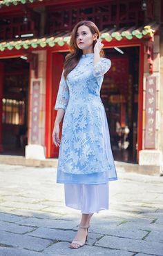 Discover recipes, home ideas, style inspiration and other ideas to try. Vietnamese Clothing, Vietnamese Dress, Kimono Fashion, Hijab Fashion, Fashion Dresses, Oriental Fashion, Indian Fashion, Traditional Gowns, Traditional Clothes
