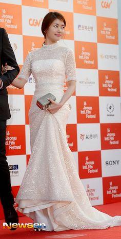 (Photos) Jung So Min 정소민 Attending Jeonju International Film Festival Long Gown Dress, Casual Formal Dresses, Jung So Min, Celebrity Style Inspiration, Red Carpet Dresses, Celebrity Dresses, Pakistani Dresses, African Dress, Red Carpet Fashion