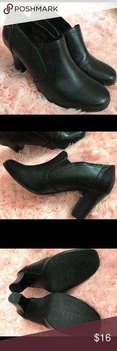 Rialto Black Heels These fit so comfortably and have very little wear. Elastic on upper shoe, make them easy to slip into. Rialto Shoes Heels