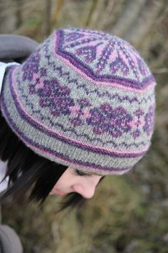 Hazel Tindall: Acht knitting pattern  like the hat, but not in these colors