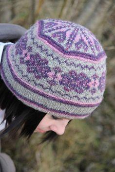 Hazel Tindall  Acht knitting pattern like the hat 31d2e0eff73e