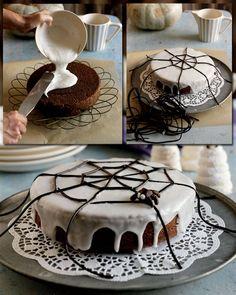 Chokoladekage med spindelvæv