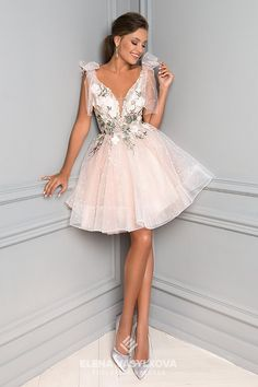 Buy an evening dress with a puffy short skirt, a deep neckline on the straps wi. Women's Evening Dresses, Event Dresses, Prom Dresses, Puffy Dresses, Short Dresses, Champagne Evening Dress, Elegant Dresses For Women, Engagement Dresses, Classy Dress
