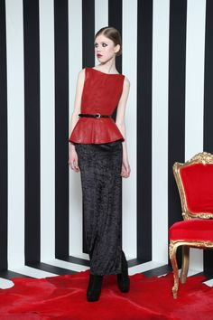 Why have I never thought of pairing a long maxi skirt with a peplum top? Leather Peplum Tops, Long Maxi Skirts, Mode Inspiration, Holiday Fashion, Alice Olivia, Blouses For Women, Peplum Dress, Dresses For Work, My Style