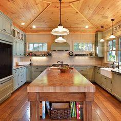 Kitchen Design Eclectic Kitchen, Kitchen Rustic, Pine Kitchen, Scandinavian Kitchen, Farmhouse Kitchens, Coastal Farmhouse, Wooden Kitchen, Kitchen Interior, Beautiful Kitchens