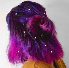 Cabelos cósmicos: penteados para você se inspirar e ficar ainda mais bonita - BLOG DA VIZCAYA Exotic Hair Color, Cool Hair Color, Amazing Hair Color, Edgy Hair Colors, Beautiful Hair Color, Hair Dye Colors, Celebrity Hairstyles, Trendy Hairstyles, Braided Hairstyles