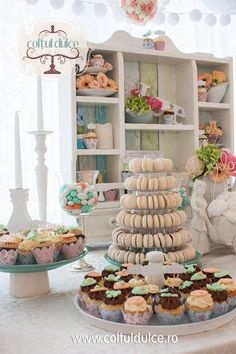 Romantic wedding Candy Bar / Coltul Dulce / Dessert Table / Sweet Corner / Wedding cupcakes www.coltuldulce.ro