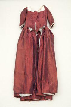1770___ Open robe Linen, Shot silk, Silk. Snowshill Wade Costume Collection, Gloucestershire