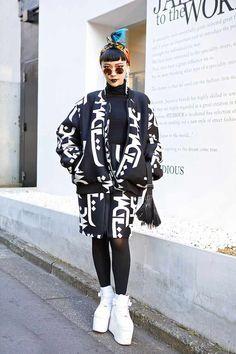 Joe from AMPM Studio w/ Blue Hair, Damage Fashion & Spike Bag in Harajuku Damage Jacket & Skirt – Tokyo Fashion News Tokyo Fashion, Japan Street Fashion, Harajuku Fashion, New York Fashion, Look Fashion, Trendy Fashion, Fashion News, Korean Fashion, Fashion Trends