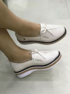 Tendance Chaussures 2018 : 31 Autumn Shoes For College Shoes Women Shoes Loafer Shoes, Women's Shoes, Me Too Shoes, Shoe Boots, Shoes 2017, Pretty Shoes, Beautiful Shoes, Cute Shoes, Fall Shoes