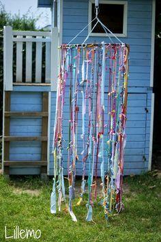 """wir haben uns einen """"buntes Land"""" gebastelt   ... so nennt Emil den bunten Vorhang ;-)      er hängt bei uns im Garten,   und man kan..."""