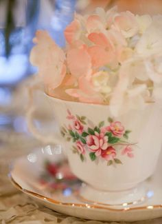 As a thank you, a friend brought an antique tea cup with fresh flowers..this brings back a nice memory..something I had forgotten..thanks Susie~~~