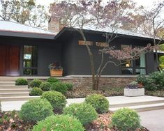 Exterior paint colors for house ranch style mid century modern 25 ideas Brick House Colors, Exterior Paint Colors For House, Exterior Colors, Exterior Design, Ranch Exterior, Exterior Remodel, Modern Exterior, Grey Exterior, Cafe Exterior