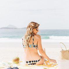 Bom dia ☀️ com Lu D'Angelo para lembrar que o verão é longo e já tem #sale de beachwear para garimpar achados da ultima coleção para o resto da estação e o Carnaval 😎Acesse a seção Praia do @ilove.e e divirta-se com nossa seleção apurada de top e-shops e marcas bacanérrimas ✌🏻#iLoveeRio #SummerStories . . . #praia #verao #riodejaneiro #rj #amazing #beautiful #beach #mar #viagem #viajar #style #ootd #achado #travel #trip