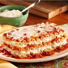 Ragú No Boiling Lasagna Recipe -With this skip-a-step recipe you'll have a scrumptious lasagna ready in no time. <b>Recipe provided by Rag&uacute; Easy Lasagna Recipe With Ricotta, Lasagna No Meat Recipe, Baked Lasagna, Cheese Lasagna, Chicken Lasagna, Lasagna Recipe With Ragu Sauce, Ragu Recipe, Lasagna Recipes, Recipe Box