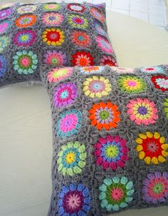 ♡ https://flic.kr/p/at8DNL | set of 2 granny square cushions | this time 2 the same pillows, 25 different colors in a grey edging and with a grey backside