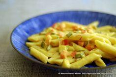 La Piccola Casa: La pasta: Penne alla besciamella con zafferano e verdure (carote, zucchine e peperoni)