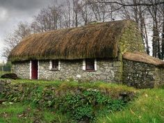 Old Irish country cottage Irish Cottage, Cozy Cottage, Cottage Homes, Farm Cottage, Cottage Gardens, French Cottage, Cabana, Old Irish, Cottage Style Decor