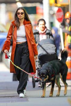 Emily Ratajkowski Outfits, Emily Ratajkowski Dog, Celebrity Outfits, Celebrity Style, Emrata Instagram, Skinny Inspiration, Model Street Style, Cold Weather Outfits, Models Off Duty