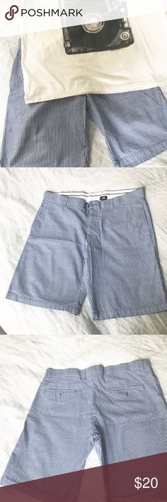 Men's seersucker shorts size 38. Cool Summer shorts by H&M no flaws! H&M Shorts Flat Front