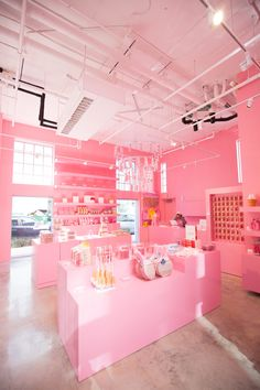 Farben Miami Museum of Ice Cream - Tour & Video! Ice Cream Museum, Cute Cafe, Everything Pink, Store Design, Design Shop, At Home Store, Commercial Design, Retail Design, Visual Merchandising