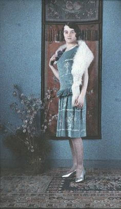Anne Seymour, Actress* - Half a Stereo Autochrome - 1927 Anne Seymour, Subtractive Color, Wet Plate Collodion, Color Photography, Vintage Photography, Make Color, Woman Standing, Black White Photos, Autos