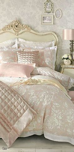 girlish bedroom isnu0027t only about pastels choosing a right bedding is quite importnt weu0027ve gathered a lot of bedding ideas for feminine bedrooms to help
