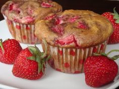 Strawberry Yogurt Muffins - these are good. You need the wrappers - I tried to make mini muffins and some stuck to the pan. Healthy Muffin Recipes, Healthy Muffins, Healthy Food, Mini Tortillas, Delicious Desserts, Dessert Recipes, Yummy Food, Breakfast Recipes, Breakfast Healthy