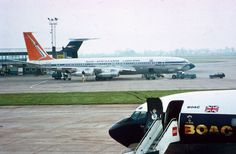 SAA Boeing 707, Heathrow - Courtesy scanavphoto Illinois, Boeing 707, Air Photo, Airbus A380, World Pictures, Spacecraft, Airplanes, South Africa, Aviation