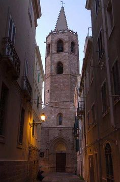 Sardinia #Alghero Guide | Wandering #Italy  The belltower of Alghero #cathedral at night (in March)
