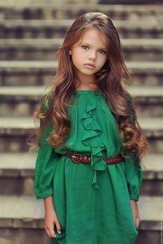 Платье для девочки длинное зеленое