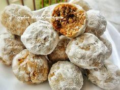 Yağsız ve unsuz , dışı hafif sert ancak içi yumuşak çok güzel bir coco kurabiye... MALZEMELER: 3 yumurta akı 1 çorba kaşığ...
