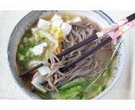 Суп с лапшой и водорослями