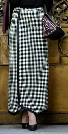 Asymmetric long skirt Source by iaksum Long Skirt Outfits, Modest Outfits, Classy Outfits, Cool Outfits, Abaya Fashion, Skirt Fashion, Fall Chic, Modest Skirts, Vintage Dress Patterns