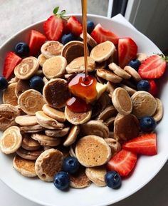 A pesar de todo intentemos ser felices -payton y T/N #fanfic # Fanfic # amreading # books # wattpad Good Food, Yummy Food, Think Food, Food Platters, Food Goals, Cafe Food, Aesthetic Food, Food Cravings, Diy Food