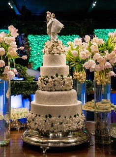 Quando o Bolo Faz Parte da Decoração Os bolos hoje, principalmente de casamentos, não são mais apenas bolos. Eles fazem parte e complementam a decoração. Além de escolher a qualidade e o sabor do seu bolo de casamento, é muito importante escolher um modelo que tenha uma apresentação interessante e acrescente em seu evento. O […]