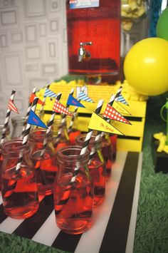 Dr Seus party table design & setup by The Simple Party Printable from Printabelle