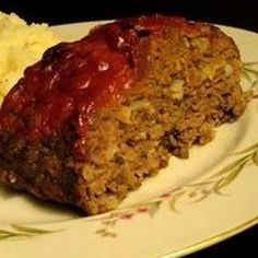 In large bowl, combine beef, bread crumbs, cheese, minced onion, egg, garlic, Worcestershire, thyme, salt and pepper. Form into round loaf that will fit into ...