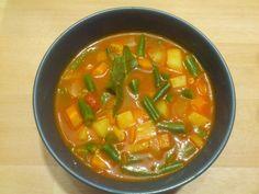 Fisolen – oder wie in Deutschland genannt grüne Bohnen – sind ein Gemüse, das ich sehr gerne esse. Im Sommer meistens als Fisolensalat oder sonst oft nur gekocht als Beilage,... Vegan Soups, Toddler Meals, Toddler Food, Thai Red Curry, Green Beans, Recipies, Good Food, Bob, Nest