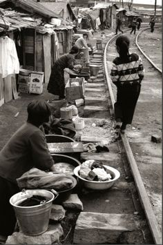 Take a look at these vintage photographs of South Korea from to taken by Korean photographer Kim Ki-chan. Old Pictures, Old Photos, Vintage Photographs, Vintage Photos, Time In Korea, Korean Photography, Street Photography, Korean Picture, Korean People