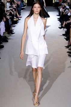Stella McCartney Spring 2011 Ready-to-Wear Fashion Show - Yulia Kharlapanova (OUI)