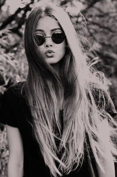 I want some of these glasses so bad. John Lennon style Straight Hairstyles,  Pretty d01bce5509