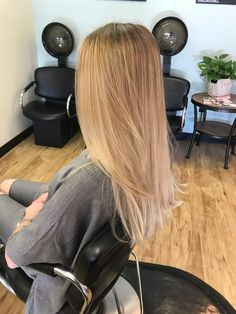 Hair styles and winter trends for the new year 2018 / shades of light platinum warm blonde for dirty blondes