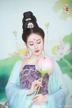 微博 Asian Woman, Asian Girl, Chinese Clothing, Chinese Dresses, Art Of Beauty, Beautiful Goddess, Ancient Beauty, Fantasy Photography, Painting Of Girl