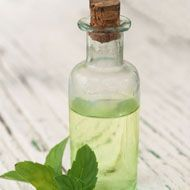 Use this homemade nourishing body oil for natural uplifting feelings, and eliminate any lingering winter blues. http://whtc.co/bknr